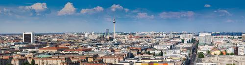hotelreinigung-berlin und housekeeping-berlin Ein strahlend blauer, nahezu wolkenloser Himmel über berlin. Dank der Reinigung der Firma Ö&I Clean GmbH erstahlt der Himmel über Berlin nahezu wolkenlos